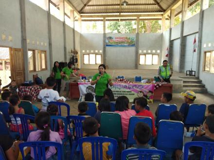 Kegiatan Penyuluhan Kesehatan Universitas udayana denpasar di Desa Giri Emas.