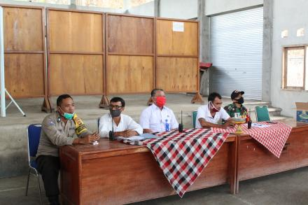 Tekan Penyebaran Virus Corona, Pemerintah Desa Giri Emas melaksanakan Rapat untuk Melakukan Penyempr